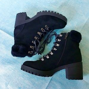 Top Moda NWOT Black Chunky Heel Boot